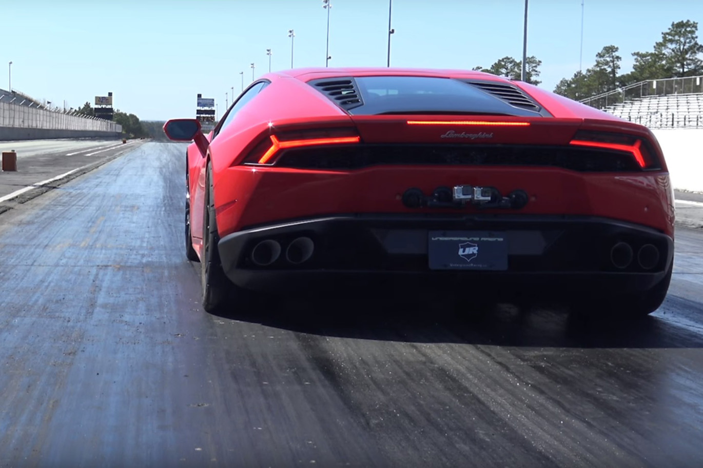 video watch this lamborghini huracan break a 1 4 mile world record. Black Bedroom Furniture Sets. Home Design Ideas